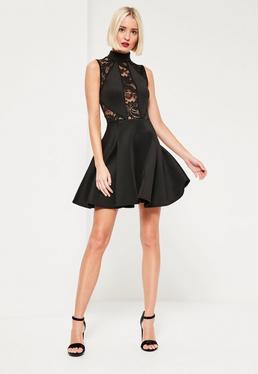 Czarna rozkloszowana sukienka z koronkowym topem i zabudowanym dekoltem