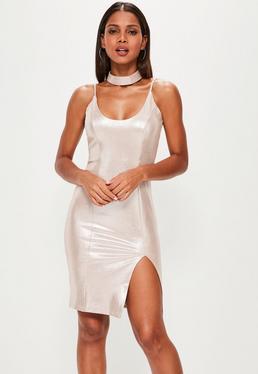 Beżowa błyszcząca zamszowa sukienka midi z chokerem