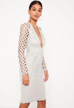 Szara sukienka midi z szerokiej siatki z głębokim dekoltem