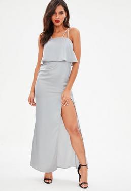 Srebrna dwuwarstwowa satynowa sukienka z rozcięciem
