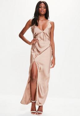 Złota długa sukienka na ramiączkach z głębokim dekoltem i rozporkiem