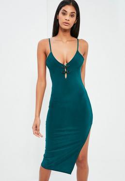 Zielona sukienka midi na ramiączkach z rozporkiem po boku
