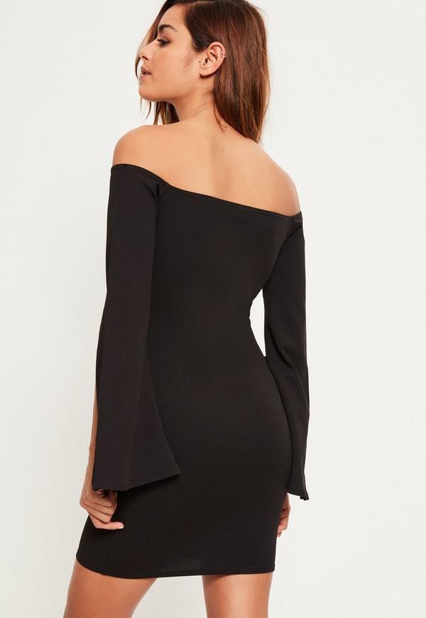 Bardot-Kleid aus Kreppstoff mit gespaltenen Fledermausärmeln in ...