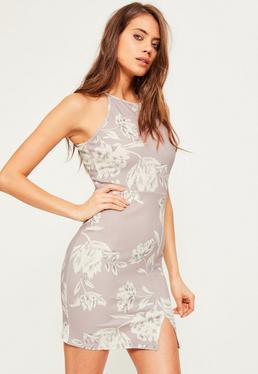 Figurbetontes geblümtes Kleid aus Kreppstoff mit Trapez-Ausschnitt in Grau