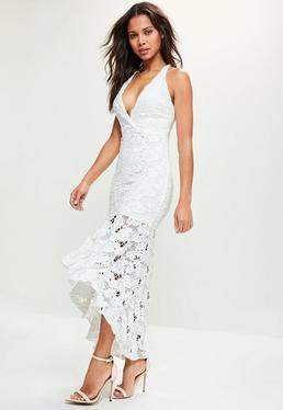 Biała koronkowa sukienka maxi syrenka z głębokim dekoltem