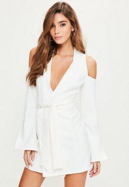 Robe courte blanche ceinturée épaules dénudées