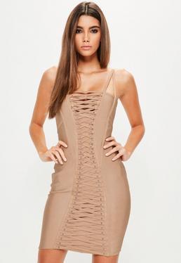 Beżowa dopasowana sukienka bandażowa z wycięciami i modnym wiązaniem