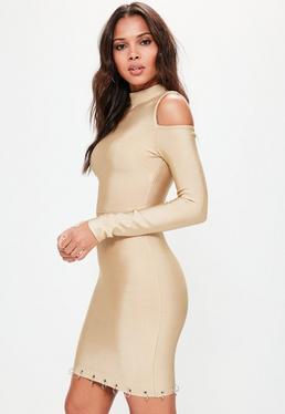 Vestido ajustado elástico con hombros descubiertos y bajo con anillas en camel
