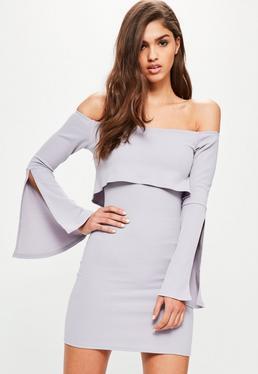 Fioletowa dopasowana sukienka bardot z rozcięciami na rękawach i falbanami