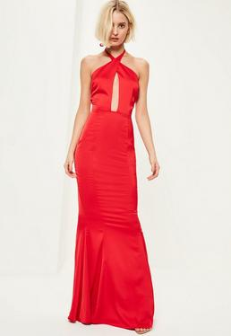 Czerwona sukienka maxi z głębokim dekoltem zapinana na szyi