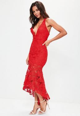 Robe longue rouge évasée en dentelle