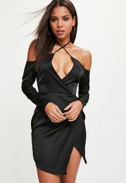 Robe noire soyeuse drapée épaules dénudées