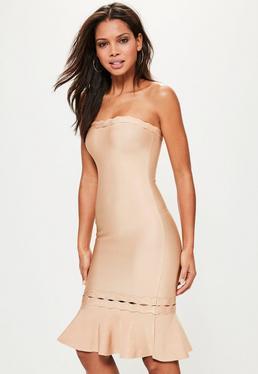 Beżowa bandażowa sukienka bardot z falbanką
