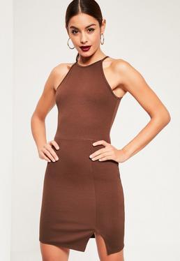 Brązowa dopasowana sukienka mini z rozporkiem