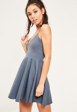 Niebieska rozkloszowana sukienka na ramiączkach