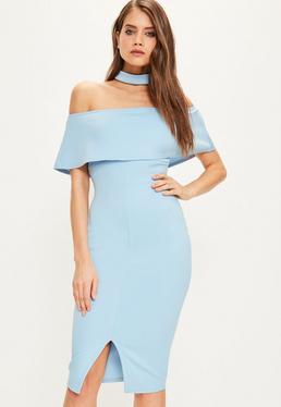 Niebieska dopasowana sukienka midi bardot z chokerem i ozdobną falbanką