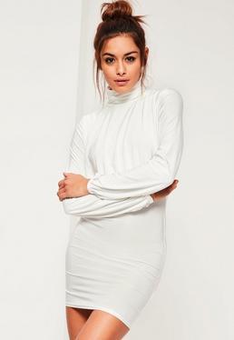 Biała dopasowana sukienka z odkrytymi plecami i golfem