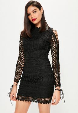 Czarna dopasowana sukienka z grubej koronki i wiązaniem na rękawach