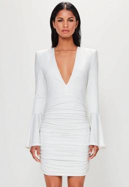 Peace + Love Gerafftes Kleid mit Trompetenärmeln in Weiß