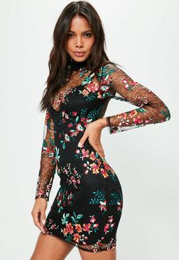 Czarna dopasowana sukienka z koronką w kwiatowe hafty