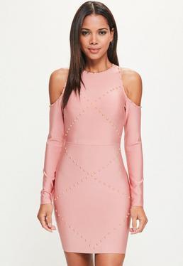 Różowa dopasowana bandażowa sukienka z wyciętymi ramionami i ćwiekami
