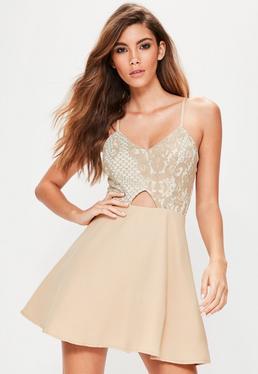 Beżowa koronkowa rozkloszowana sukienka