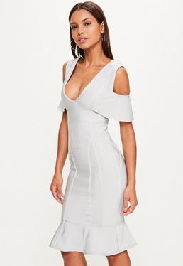 Szara bandażowa sukienka midi z wyciętymi ramionami i falbanką