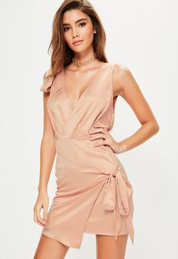 Różowa jedwabna sukienka kopertowa wiązana po boku