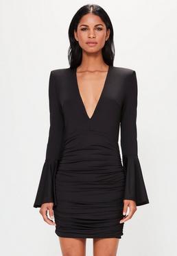 Peace + Love Czarna dopasowana sukienka z głębokim dekoltem i falbanami na rękawach