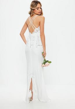 Biała sukienka maxi baskinka z koronką