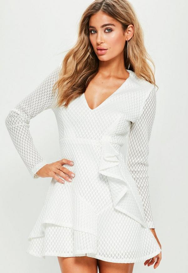 robe patineuse blanche air tex d collet plongeant et froufrous missguided. Black Bedroom Furniture Sets. Home Design Ideas
