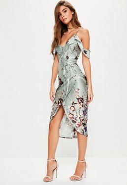 Szara satynowa sukienka midi z falbankami w kwiatowy wzór