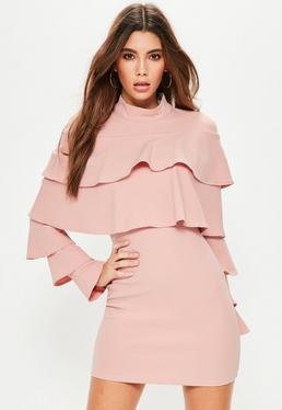 Robe moulante rose volantée en crêpe
