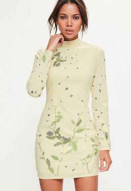 Kremowa sukienka z weluru z ozdobnym haftem