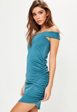 Asymmetrisches Bardot Minikleid mit geraffter Seite in schimmerndem Blau