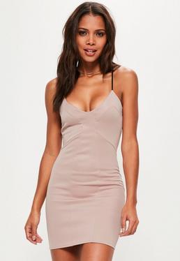 Różowa dopasowana sukienka na ramiączkach
