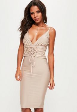Beżowa sukienka midi na ramiączkach z gorsetowym wiązaniem