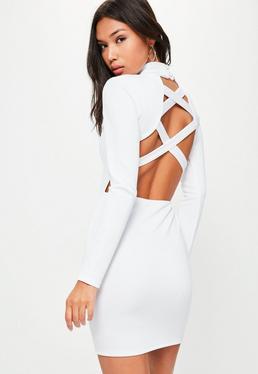Biała sukienka midi z krzyżowanymi paskami na plecach i zabudowanym dekoltem
