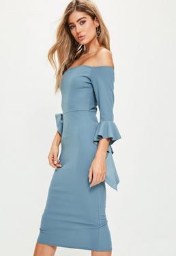 Niebieska sukienka midi bardot z falbanami na rękawach