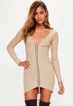 Karmelowa prążkowana dopasowana sukienka z wiązaniem