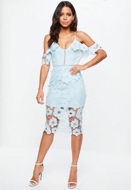 Niebieska koronkowa sukienka midi na ramiączkach