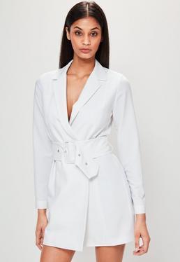 Weißes Kleid mit Gürtel und Reverskragen