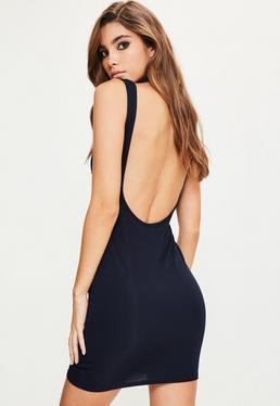 Granatowa dopasowana sukienka z odkrytymi plecami