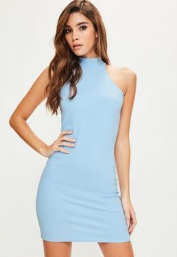 Niebieska dopasowana sukienka mini z golfem
