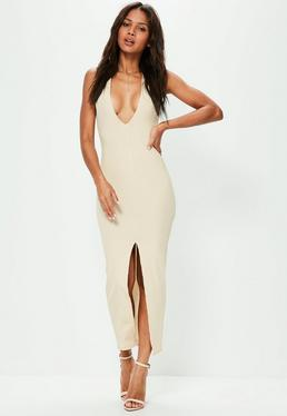 Beżowa prążkowana sukienka maxi z ozdobnym rozporkiem