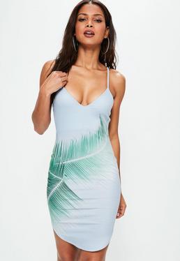 Niebieska sukienka mini na ramiączkach z ozdobnym wzorem i okrągłym dołem
