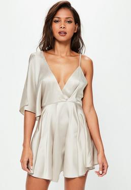 Beżowa satynowa asymetryczna rozkloszowana sukienka