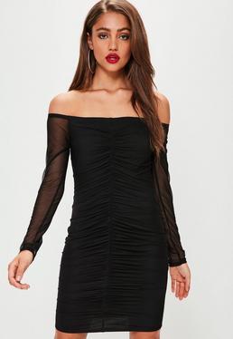 Czarna marszczona sukienka bardot z rękawami z siatki