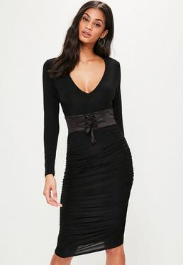 Czarna pomarszczona sukienka midi z ozdobnym gorsetowym wiązaniem