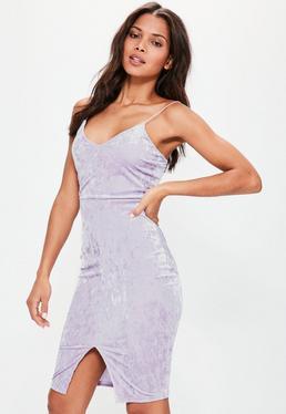 Liliowa welurowa sukienka midi na ramiączkach